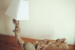 Lampe bois flotté et pîerre- Art by Ze Studio Annecy
