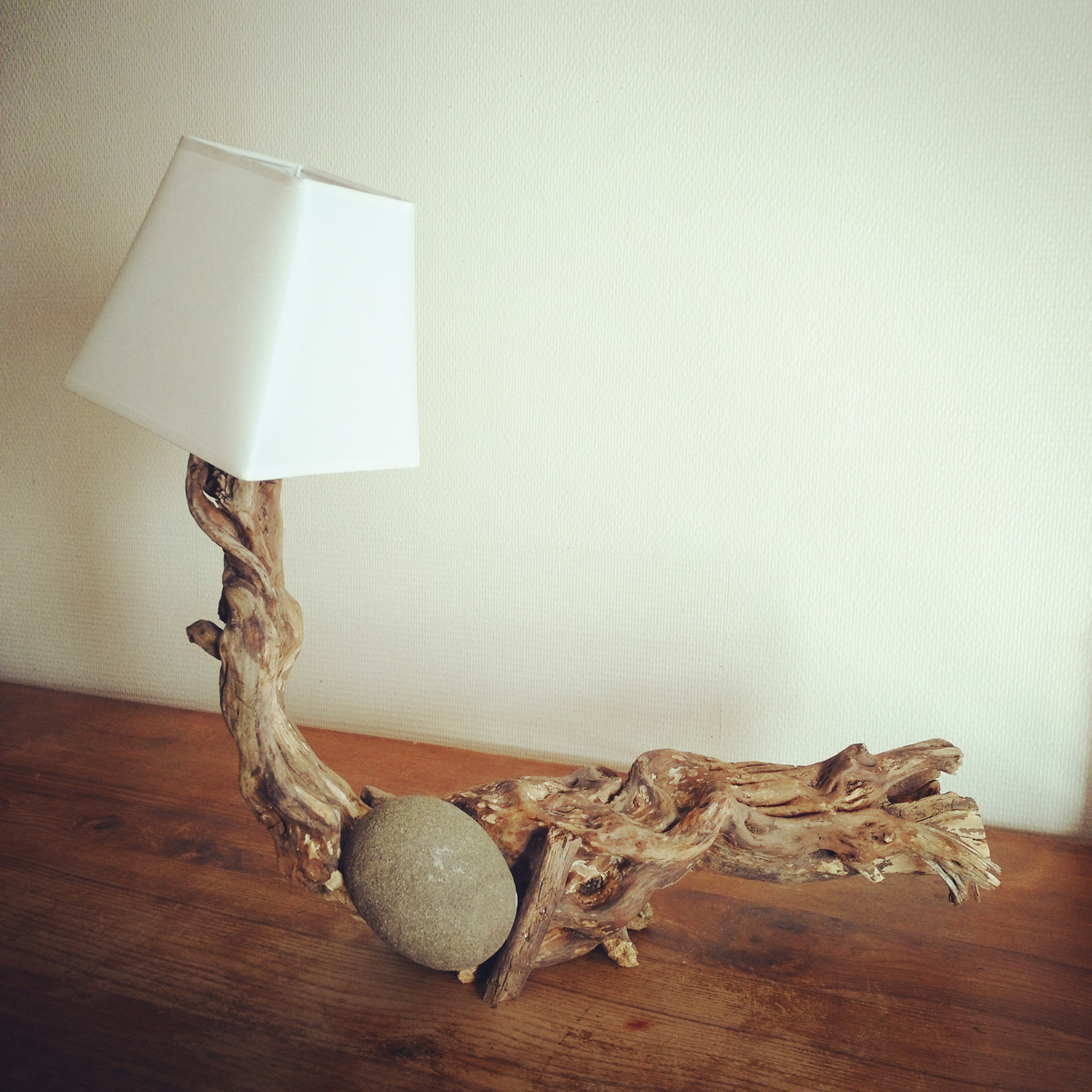 Lampe bois flotté et pierre - Art by Ze studio Annecy
