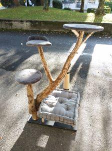Arbre à chat en bois flotté à Annecy